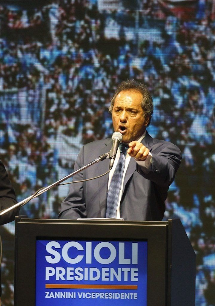 Argentina's ruling party candidate Daniel Scioli (R) next to his vice-presidential candidate Carlos Zannini talks to supporters after elections in Buenos Aires, October 25, 2015. Scioli had a wide lead in Sunday's presidential election, TV exit polls showed, but his main rival's party said it was sure Scioli would fall short of an outright win and have to face a run-off. REUTERS/Martin Acosta - RTX1T7KB