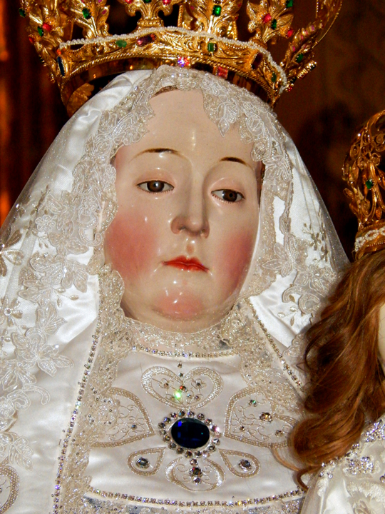 Our_Lady_of_Good_Success_Face_25_Year_Crowning_Rosary_Dawn_2016